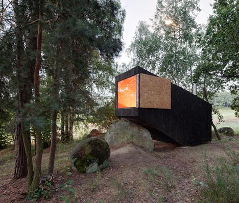Forest-Retreat-by-Uhlik-Architekti_dezeen_468_2.jpg