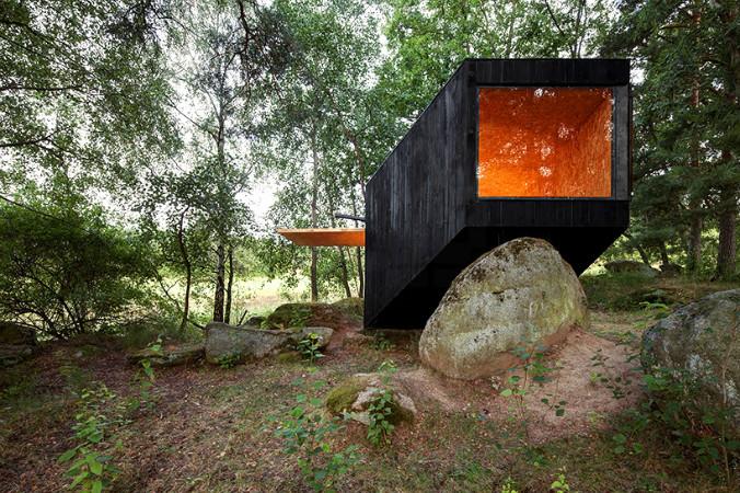 uhlik-architekti-forest-retreat-boulder-designboom-03.jpg