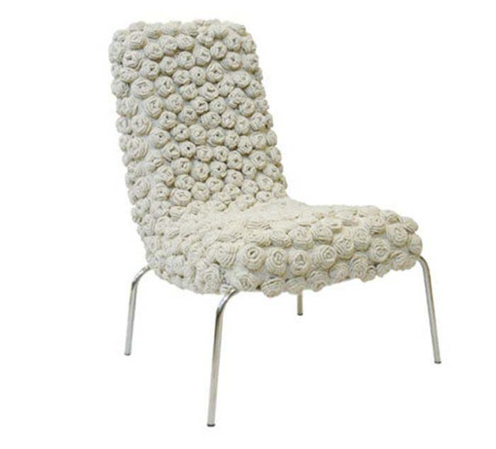 chair-in-white-with-knitted-rosettes_10.jpg
