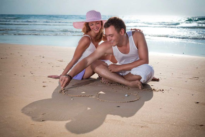 Ras-Al-Khaimah_couple-at-the-beach