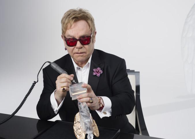 Elton-John-gravure-copyright-Gilles-Pernet