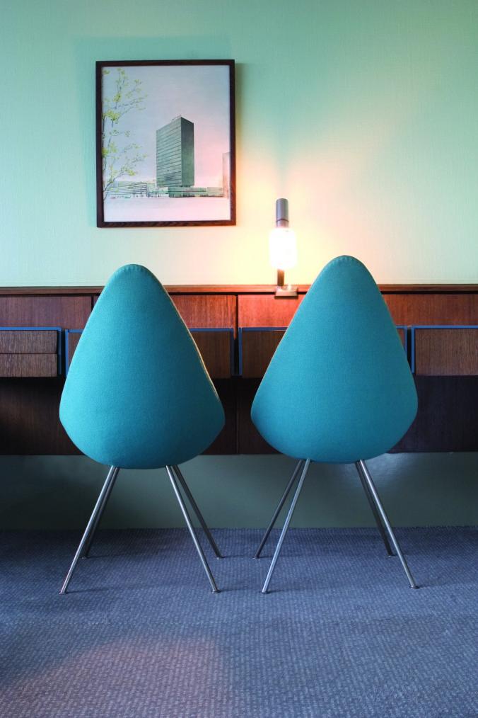 AJ Suite 606 detail drop chairs_03 CPHZH