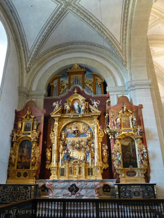 алтарь в церкве 1