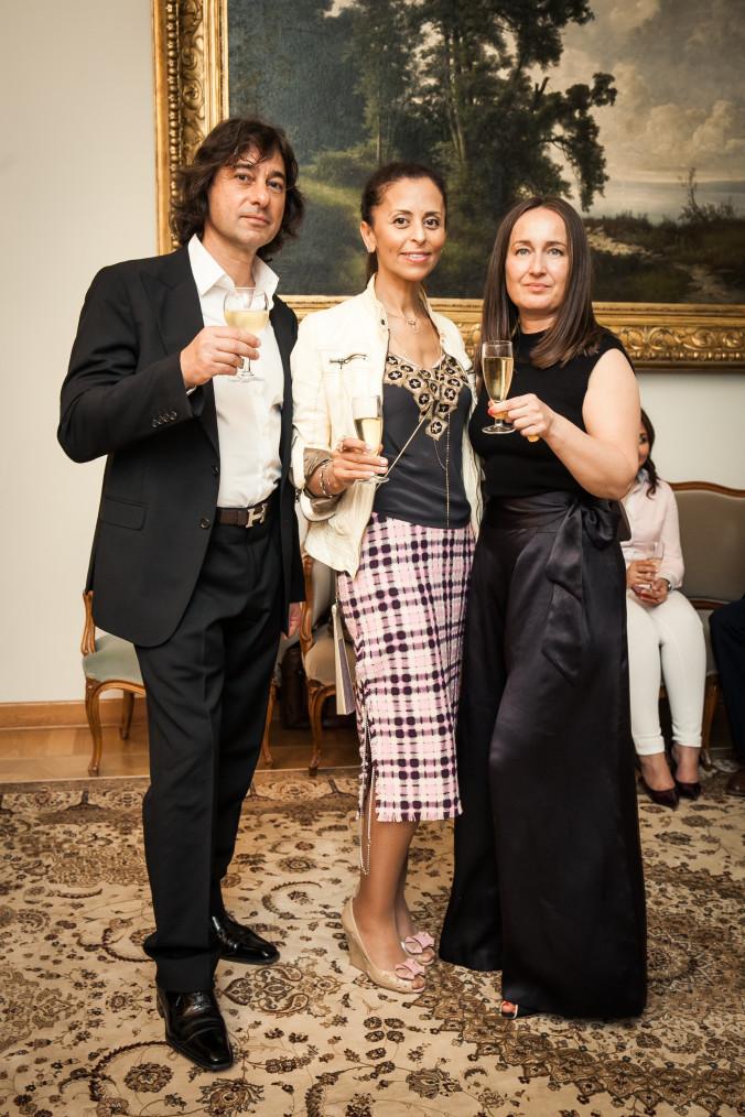 Гости вечера и дизайнер Кристина Кремер