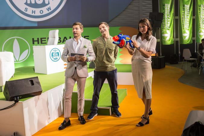 Ведущий Андрей Разыграев, Вик Уайлд и Алена Заварзина