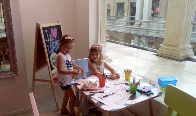 бутик для детей Loriblu дети внутри