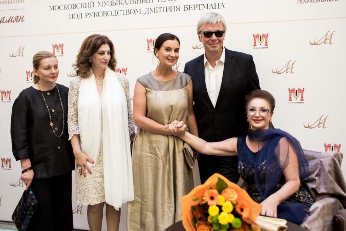 Лейла Адамян, Стриженовы, Вика Андриянова