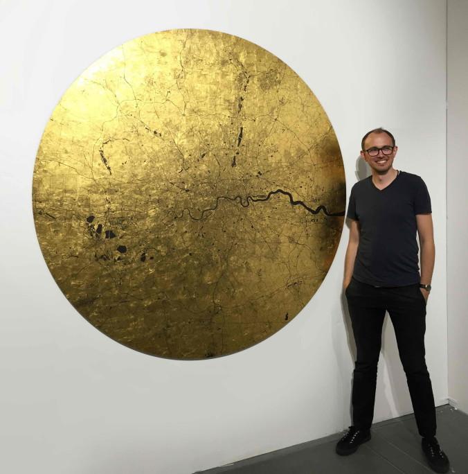 Ewan beside Mappa Mundi Maoir Londinium - 150 x 150 cm