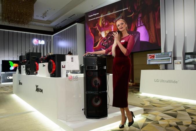 Акустическая система формата «всё-в-одном» LG X-Boom OJ98