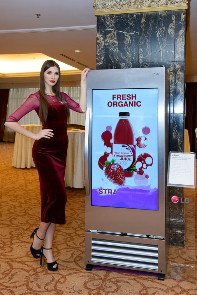 B2B холодильник с прозрачным экраном LG 49WEC