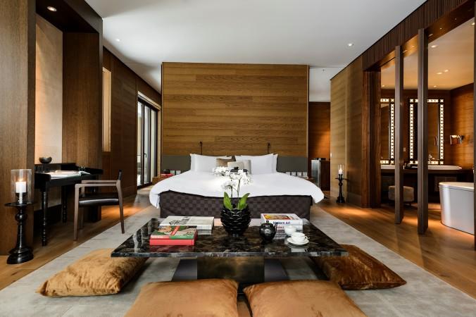CAM-Rooms-Grand Deluxe Suite-Bedroom 01
