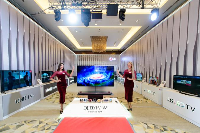 Тончайший OLED телевизор LG W7 с дизайном «изображение на стене» (picture-on-wall)