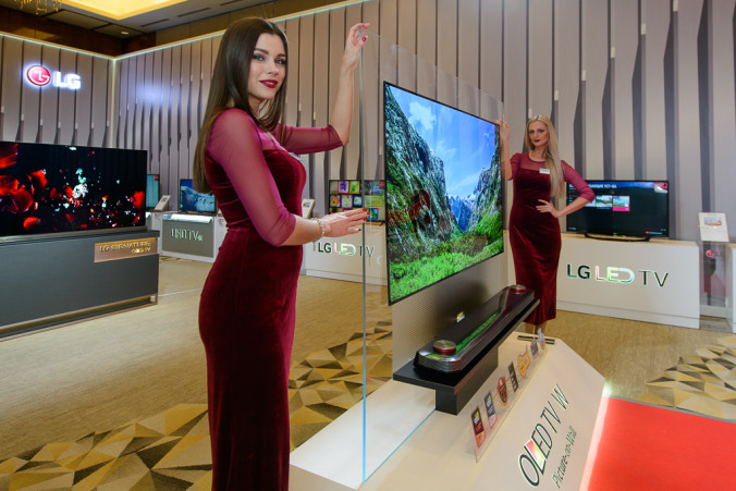 Тончайший OLED телевизор LG W7 (с толщиной OLED-панели 2,57 мм для 65-дюймовой модели)
